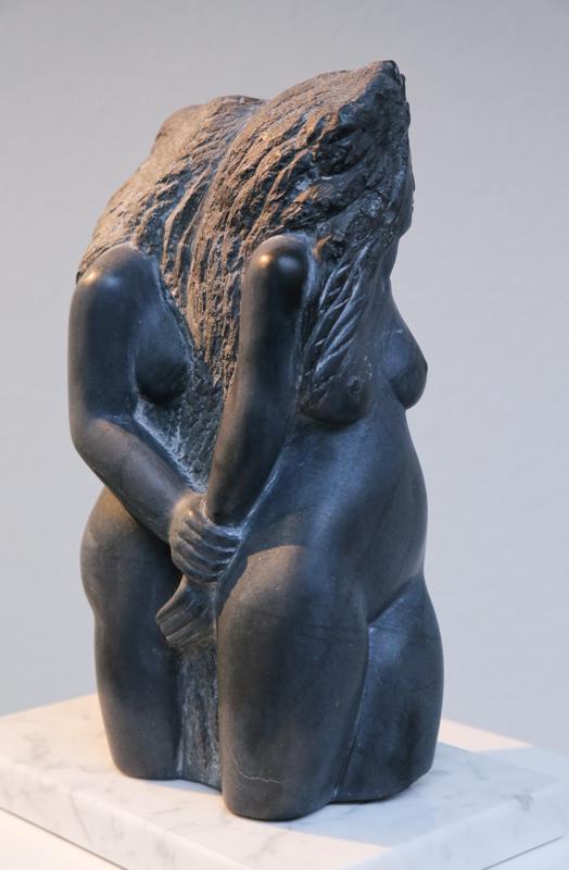 """Women Gathering"", 2013, Unikat, Springstone, Maße: 39,5 x 25 x 16 cm"